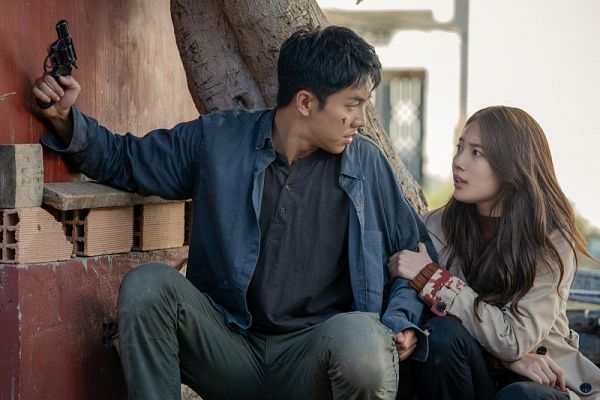 Tags: K-Drama, Lee Seung-gi, Bae Suzy, Blue Outerwear, Tree, Duo, Looking At Another, Plant, Gun, Brown Outerwear, Hand On Arm, Injury