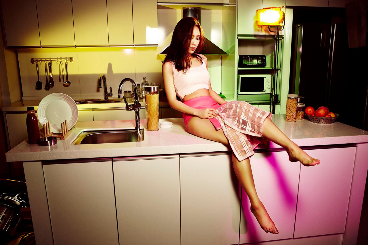 Amateur Asian Aries Velour poses on her knees in the kitchen! № 1064886 загрузить