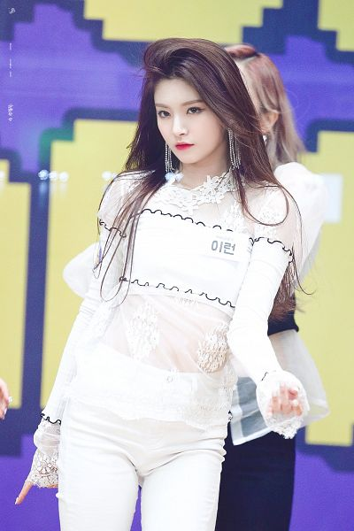 Tags: K-Pop, Everglow, Wang Yiren, See Through Clothes, Text: Artist Name, Midriff, Looking Ahead, White Pants, Korean Text