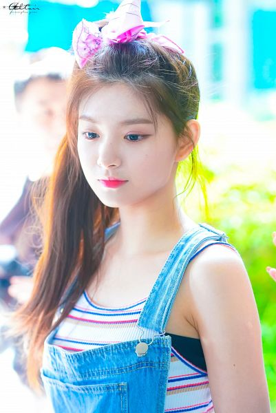 Tags: K-Pop, Everglow, Wang Yiren, Striped Shirt, Overalls, Striped, Hair Up, Hair Ornament, Hair Bow, Ponytail, Bare Shoulders, Looking Down