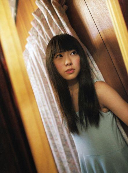 Tags: J-Pop, NMB48, AKB48, Watanabe Miyuki, Sleeveless, Sleeveless Dress, Glass, Mirror, Reflection, Leaning Back, Blue Dress, Blunt Bangs