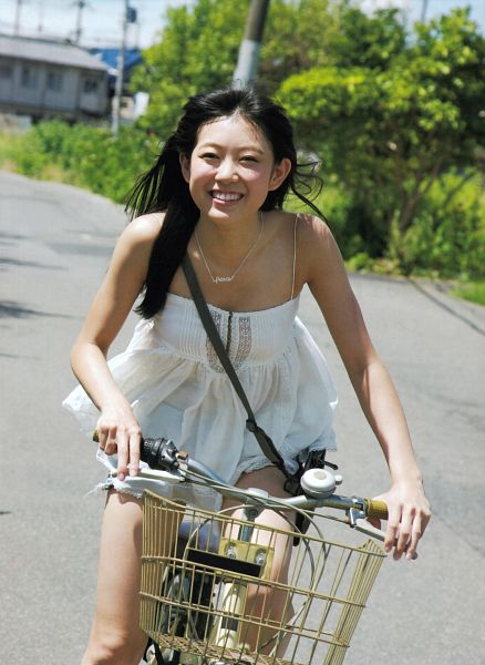 Tags: J-Pop, NMB48, AKB48, Watanabe Miyuki, Bicycle, Necklace, Bare Shoulders, Blunt Bangs, Bare Legs, Sleeveless, Sleeveless Shirt, Road