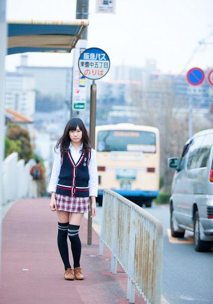 Tags: J-Pop, NMB48, AKB48, Watanabe Miyuki, Gray Skirt, Black Outerwear, Skirt, Bare Legs, Brown Footwear, Japanese Text, Outdoors, Pleated Skirt