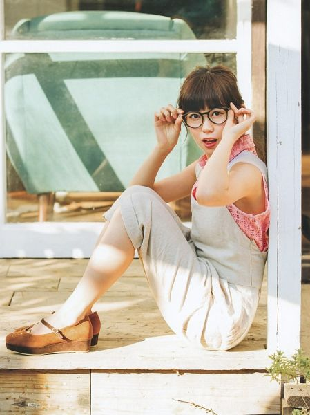 Tags: J-Pop, NMB48, AKB48, Watanabe Miyuki, Glasses, Sitting On Ground, Sleeveless, Brown Footwear, Pink Shirt, Bare Shoulders, White Outfit, Full Body