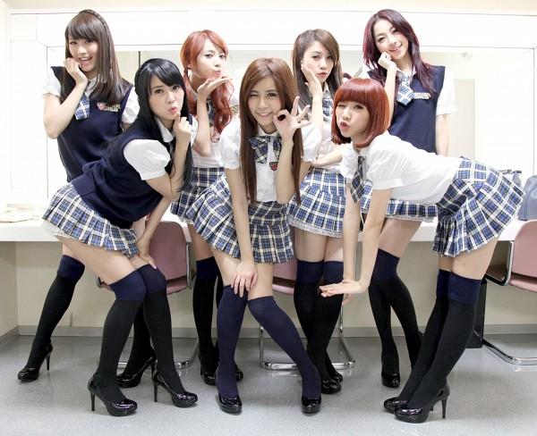 Tags: Weather Girls, Esse, Mia, Daraa, Nuenue, Yumi, Hijon, Mini, Black Footwear, School Uniform, Black Legwear, Thigh Highs