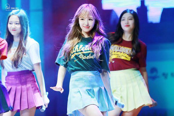 Tags: K-Pop, Red Velvet, SM Town, Wendy, Yeri, Joy, Skirt, Blue Skirt, Green Shirt, Trio, Wallpaper