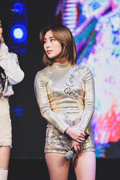 Tags: K-Pop, Mamamoo, Wheein, Looking At Another, Gray Shorts, Medium Hair, Silver Shirt, Shorts, Holding Wrist, Bare Legs, Deep Blue