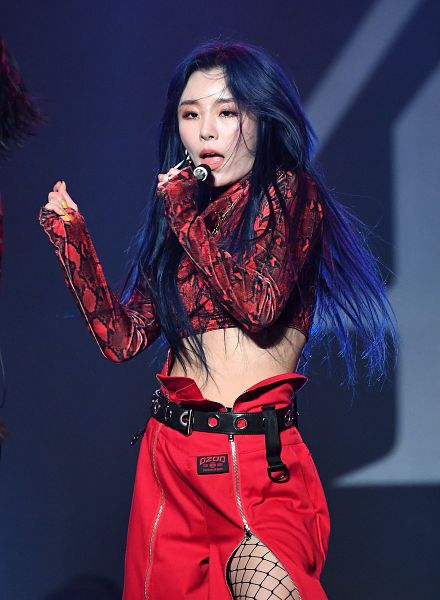 Tags: K-Pop, Mamamoo, Wheein, Blue Background, Belt, Bare Legs, Red Pants, Midriff, Pantyhose, Fishnets, Red Shirt, Blue Hair