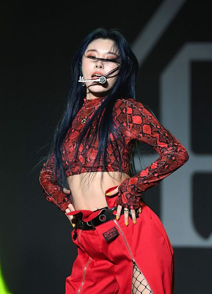 Tags: K-Pop, Mamamoo, Wheein, Belt, Red Pants, Dark Background, Midriff, Messy Hair, Pantyhose, Fishnets, Bare Legs, Black Background