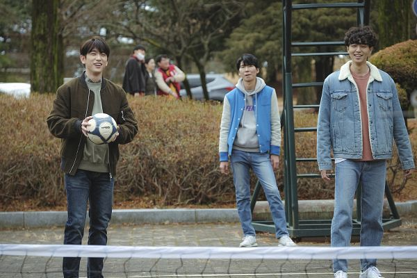 Tags: K-Drama, K-Pop, Got7, Eun Hae-sung, Park Jinyoung (Junior), Trio, Net, Jeans, Ball, Stairs, Hood, Brown Outerwear