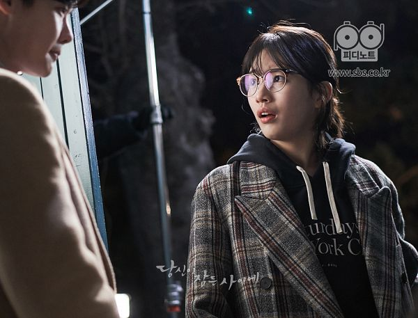 Tags: JYP Entertainment, K-Pop, K-Drama, Bae Suzy, Lee Jong-suk, Hood, Korean Text, Hoodie, Glasses, Text: URL, Black Eyes, Coat