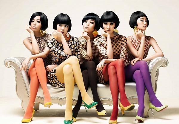 Tags: K-Pop, Wonder Girls, Ahn Sohee, Min Sunye, Yenny, Woo Hyelim, Kim Yubin, High Heels, Chin In Hand, Brown Dress, White Background, Hand On Leg