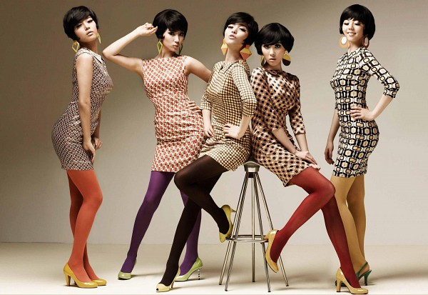 Tags: K-Pop, Wonder Girls, Kim Yubin, Min Sunye, Ahn Sohee, Woo Hyelim, Yenny, Quintet, Orange Legwear, High Heels, Yellow Dress, Brown Background