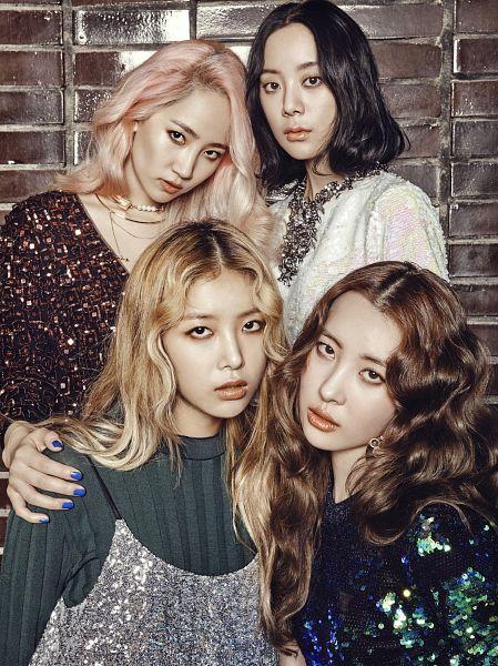 Tags: JYP Entertainment, K-Pop, Wonder Girls, Kim Yubin, Lee Sunmi, Yenny, Woo Hyelim, Wavy Hair, Close Up, Necklace, Full Group, Quartet