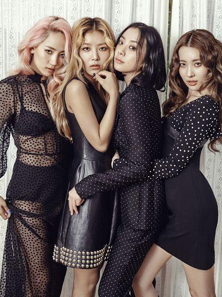 Tags: K-Pop, JYP Entertainment, Wonder Girls, Woo Hyelim, Kim Yubin, Lee Sunmi, Yenny, Quartet, Bare Shoulders, Sleeveless, Holding Close, Four Girls