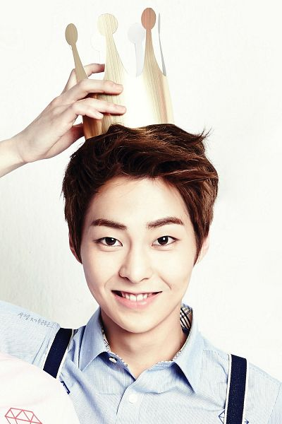 Tags: K-Pop, EXO, Xiumin, Light Background, White Background, Blue Shirt, Headdress, Crown, Android/iPhone Wallpaper