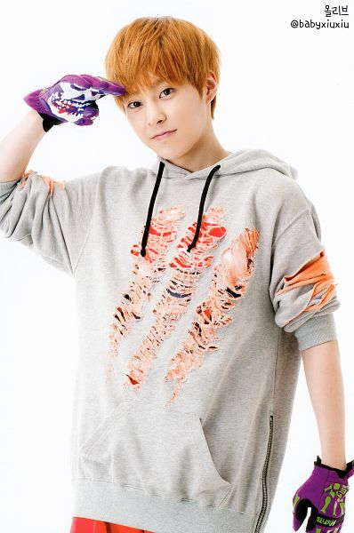 Tags: K-Pop, EXO-M, EXO, Xiumin, Gray Shirt, Hood, Hoodie, Red Pants, Purple Gloves, Red Hair, Gloves, Android/iPhone Wallpaper