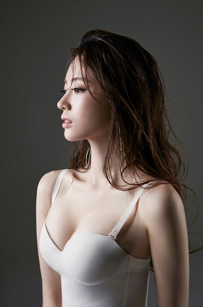 Tags: K-Drama, Yang Jeong-won, Wet, Corset, Gray Background, Wet Hair, Cleavage, Suggestive, Magazine Scan, Android/iPhone Wallpaper, Esquire Magazine