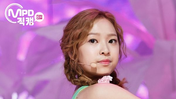 Tags: K-Pop, April, Yang Yena, Twin Tails, Red Hair, Screenshot, Wallpaper