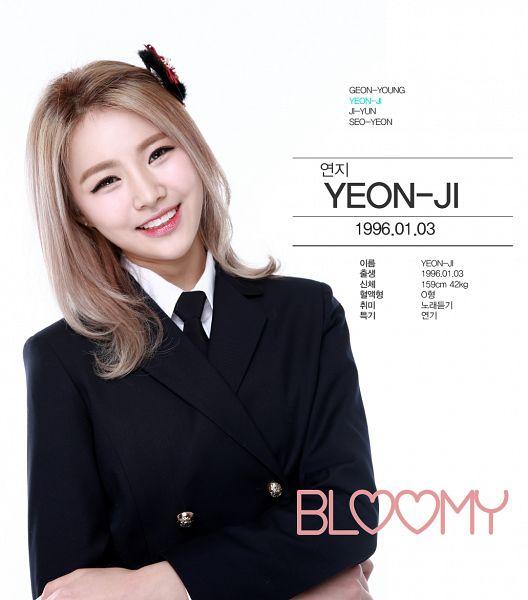 Tags: K-Pop, Bloomy, Yang Yeon-ji, Black Bow, School Uniform, Head Tilt, Tie, Hair Bow, Text: Artist Name, Bow, Blonde Hair