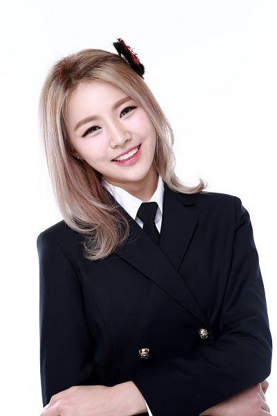 Tags: K-Pop, Bloomy, Yang Yeon-ji, Light Background, White Background, Hair Ornament, Blonde Hair, Head Tilt, Tie, Android/iPhone Wallpaper