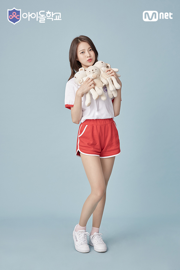 Tags: Television Show, K-Pop, Bloomy, Yang Yeon-ji, Blue Background, Red Shorts, Medium Hair, Stuffed Animal, Shorts, Stuffed Toy, Short Sleeves, Pouting