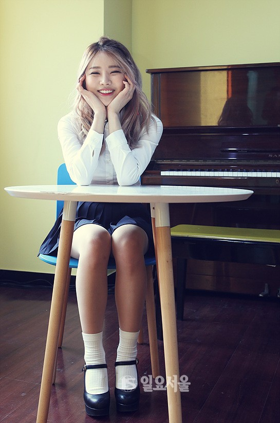 Tags: K-Pop, Bloomy, Yang Yeon-ji, Chair, Black Skirt, Table, Pleated Skirt, Sitting On Chair, Musical Instrument, Eyes Closed, Piano, Skirt