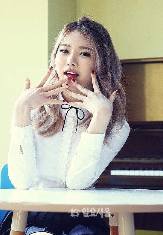 Tags: K-Pop, Bloomy, Yang Yeon-ji, Pleated Skirt, Sitting On Chair, Musical Instrument, Skirt, Blue Skirt, Chair, Piano