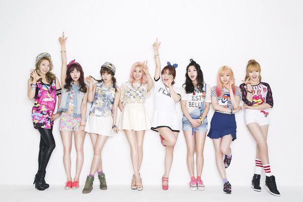 Tags: K-Pop, Ye-A, Kwon Eunbi, Pier, Chai, Hwang Dohye, Yeorin (Ye-A), Hyei, Yi.Gyer, Ha.Dy, Standing On One Leg, Shorts