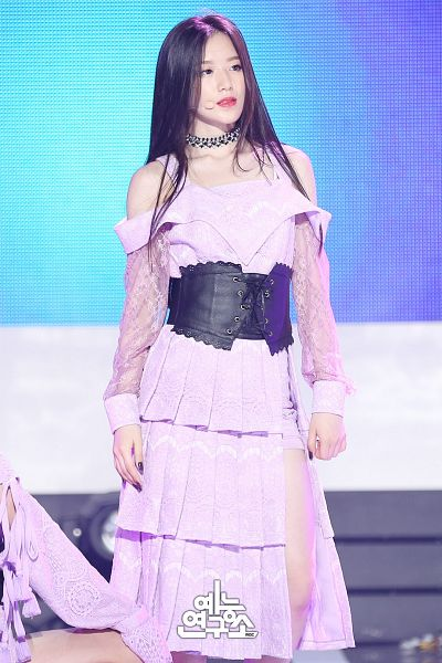 Tags: Television Show, K-Pop, (G)-I-DLE, LATATA, Yeh Shuhua, Shorts, Stage, Looking Ahead, Belt, Korean Text, Purple Shorts, Purple Outfit