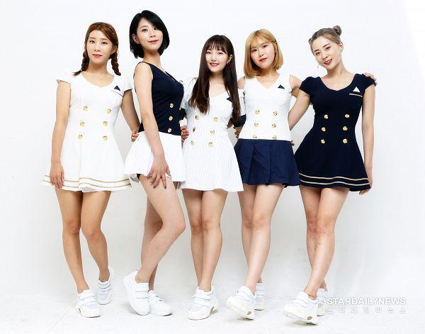 Tags: K-Pop, Yellow Bee, Rozy, Im Boyeon, Berry, Lee Seona, Kim Somee, White Outfit, Full Group, White Dress, Hand On Shoulder, Sleeveless Shirt