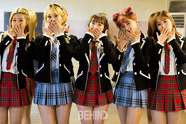 Tags: K-Pop, Yellow Bee, Im Boyeon, Berry, Lee Seona, Kim Somee, Rozy, School Uniform, Five Girls, Hair Buns, Covering Mouth, Uniform