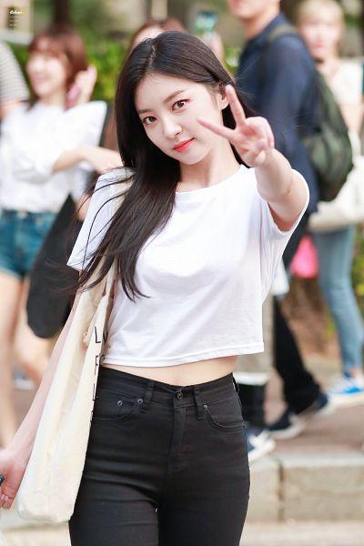 Tags: K-Pop, Laboum, Yeom Haein
