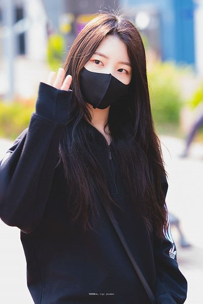 Tags: K-Pop, Rocket Punch, Yeonhee, Wave, Mask, Outdoors, Black Jacket, Face Mask, Looking Away, Covering Mouth, Yeoneve