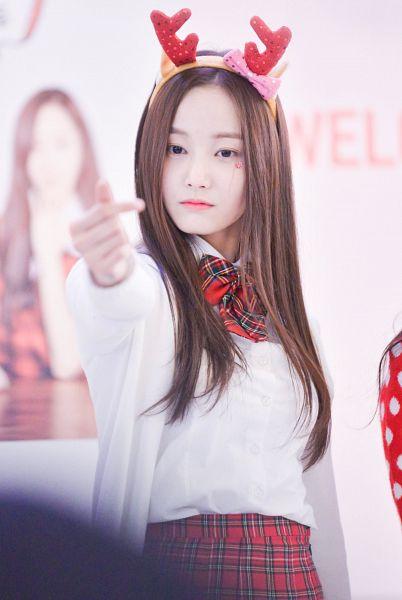 Tags: Momoland, Yeonwoo, Android/iPhone Wallpaper