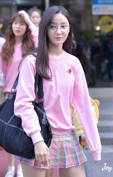 Tags: Momoland, Yeonwoo, Checkered Skirt, Pink Skirt, Bare Legs, Glasses, Sweater, Looking Away, Checkered, Blue Skirt, Skirt, Pleated Skirt