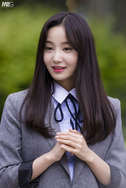 Tags: K-Pop, Momoland, Yeonwoo, Gray Outerwear, Looking Away, Clasped Hands, Outdoors, Black Neckwear, Gray Jacket