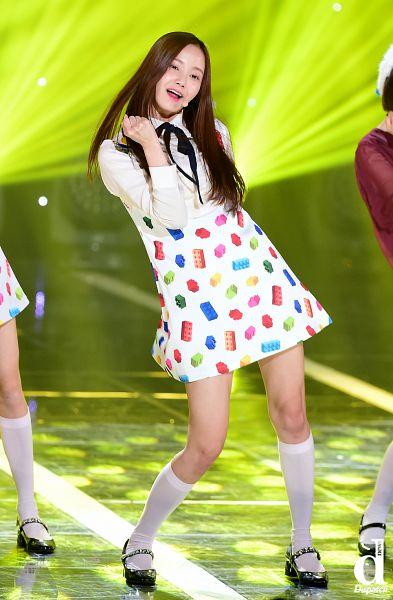 Tags: K-Pop, Momoland, Yeonwoo, Full Body, Dispatch