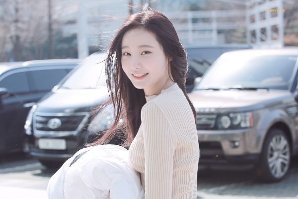 Tags: K-Pop, Momoland, Yeonwoo