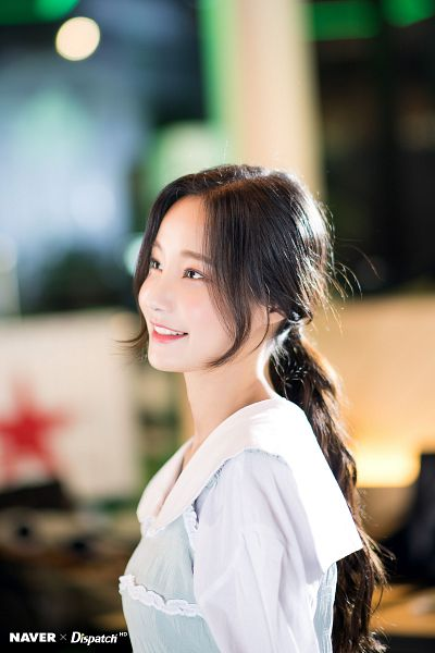 Tags: K-Pop, Momoland, Yeonwoo, Side View, Looking Up, Hair Up, Ponytail, Dispatch
