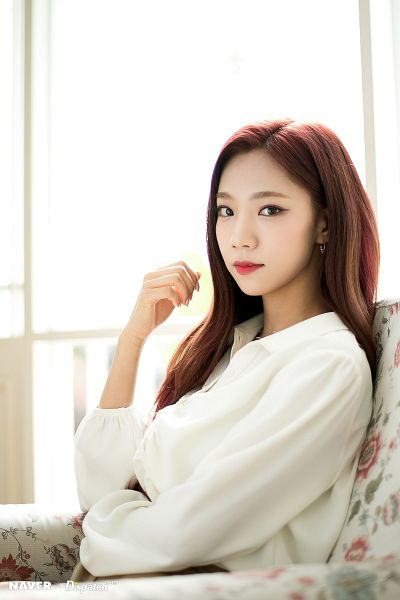 Tags: K-Pop, Cosmic Girls, Yeoreum (Cosmic Girls), Chair, Crossed Arms, Light Background, White Background, Sitting On Chair