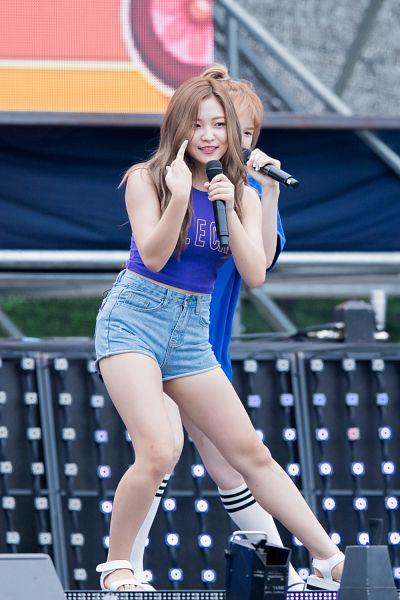 Tags: SM Town, K-Pop, Red Velvet, Dumb Dumb, Yeri, Android/iPhone Wallpaper, Live Performance