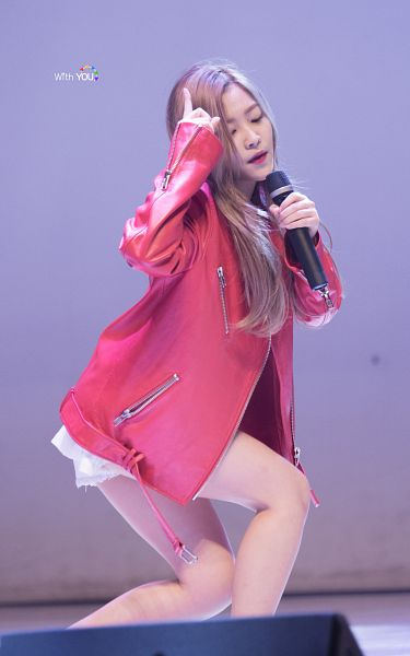 Tags: SM Town, K-Pop, Red Velvet, Yeri, Leather Jacket, Red Jacket, Red Outerwear, Live Performance, Android/iPhone Wallpaper