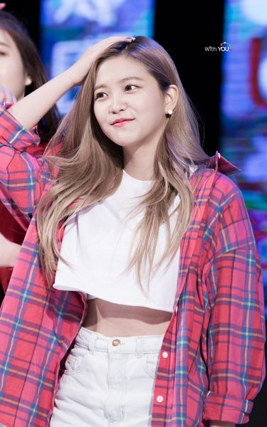Tags: SM Town, K-Pop, Red Velvet, Yeri, Hand On Head, Android/iPhone Wallpaper, Live Performance