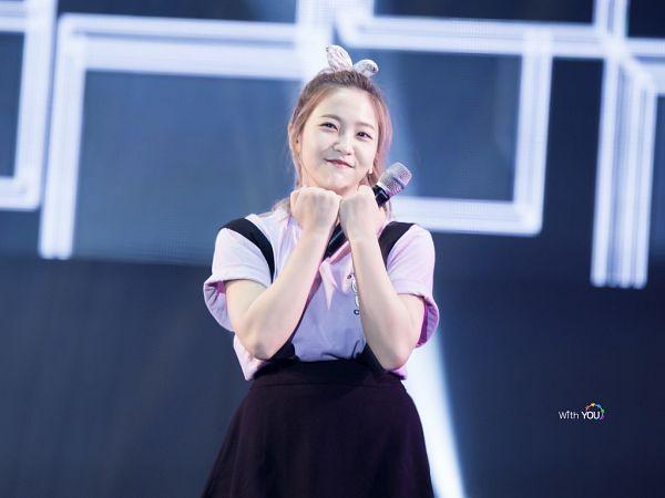 Tags: SM Town, K-Pop, Red Velvet, Yeri, Hair Bow, Hair Up, Cute, Ponytail, Bow, Wavy Hair, Live Performance