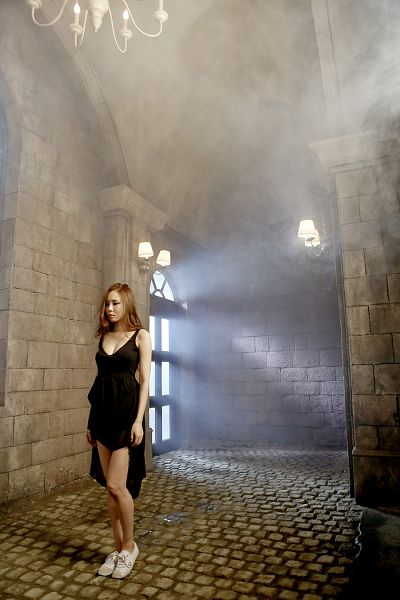 Tags: K-Pop, 4L, Yeseul, Sneakers, Brick Background, Sleeveless, Sleeveless Dress, Cleavage, Bare Shoulders, Shoes, Full Body, Serious