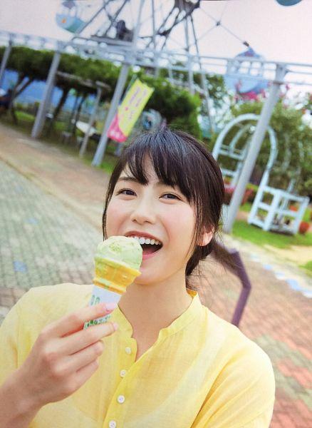 Tags: J-Pop, AKB48, Yokoyama Yui, Amusement Park, Ice Cream, Sweets, Eating, Outdoors, Yellow Shirt, Android/iPhone Wallpaper