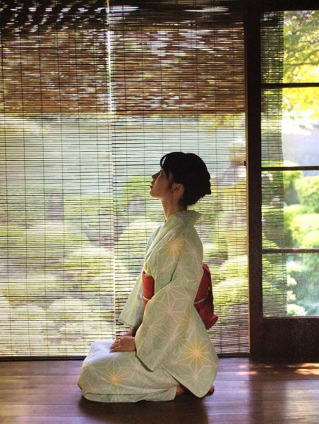 Tags: J-Pop, AKB48, Yokoyama Yui, Kimono, Side View, Red Bow, Traditional Clothes, Barefoot, Blue Dress, Kneeling, Hand On Leg, Tree