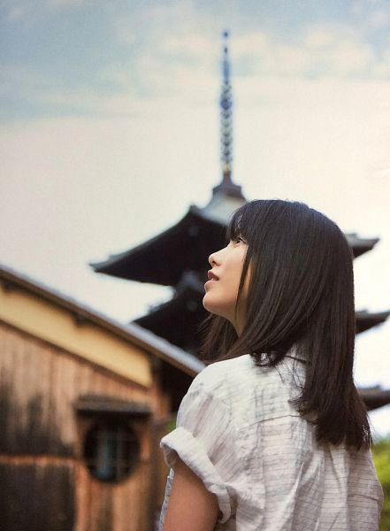 Tags: J-Pop, AKB48, Yokoyama Yui, Outdoors, Looking Away, Back, Looking Up, Android/iPhone Wallpaper