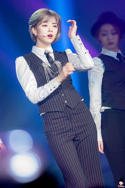 Tags: K-Pop, Twice, Yoo Jeongyeon, Live Performance, Android/iPhone Wallpaper